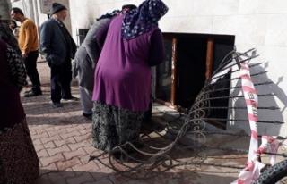 Kapı üzerlerine kilitliydi... Yangın çıkan evdeki...