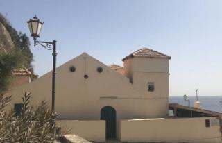 Köle Adası'ndaki tek cami için Türkiye'ye...