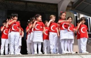 Minikler, İstiklal Marşı'nı işaret dili...
