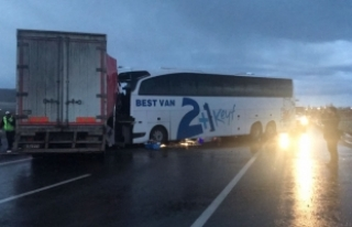 Muş'ta otobüsle tır çarpıştı: 1 ölü,...
