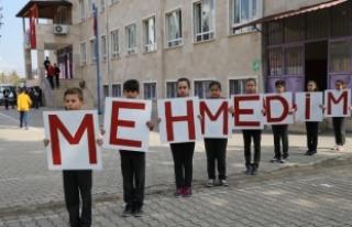 Öğrencilerden Afrin'deki Mehmetçik'e...