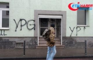 PYD/PKK yandaşları Almanya'da cami ve restorana...