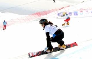 Snowboard Dünya Kupası yarışları başladı