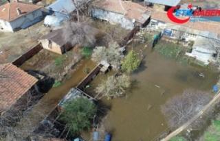 Tunca Nehri taştı bahçeleri ve ahırları su bastı