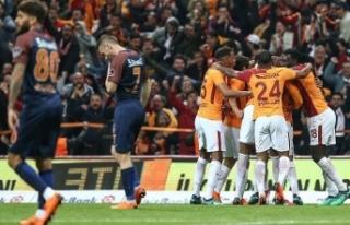 Galatasaray zirve yarışında avantaj yakaladı