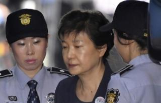 Güney Kore eski devlet başkanına 24 yıl hapis...