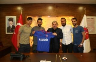 Karabüksporlu futbolculardan Belediye Başkanı Vergili'ye...