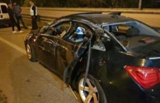 Otomobil kaza nedeniyle duran TIR'a arkadan çarptı:...