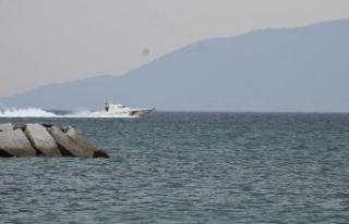 Ayvalık'ta kayıp 4 balıkçıyı arama çalışmaları...