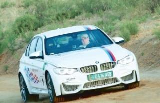 Devlet Başkanı Berdimuhamedov, ralli pilotu oldu