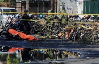 Endonezya'da 3 kiliseye bombalı saldırı: 9 ölü,...