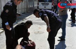 Eski eşinin sevgilisini sokak ortasında bıçakladı