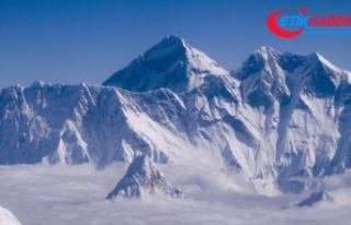 Everest'te tırmanan 2 dağcı öldü