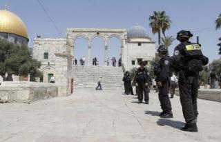 İsrail polisi Mescid-i Aksa muhafızlarına saldırdı