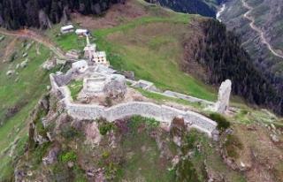 Karadeniz'in en yükseğindeki kalenin restorasyonunda...