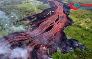 Kilauea Yanardağı'ndan püsküren lavlar denize...