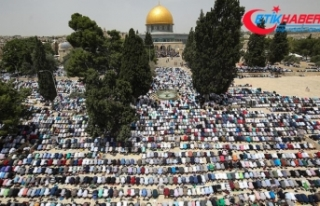 Mescid-i Aksa'da 200 bin kişi cuma namazı kıldı
