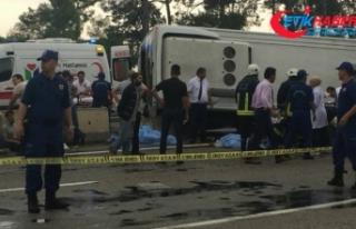 Minibüs otel servisine çarptı: 3 ölü, 11 yaralı