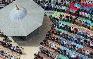Ramazanın ilk cuma namazında Filistinliler için...
