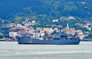 Rus çıkarma gemisi, Çanakkale Boğazı'ndan...