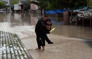 Sağanak, Sivas'ta hayatı felç etti