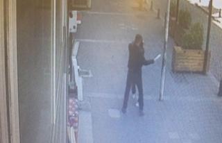 Sokak ortasında karısını döven kişiye çevredekilerden...