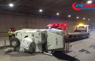 Zırhlı araç kamyonetle çarpıştı: 2 polis yaralı