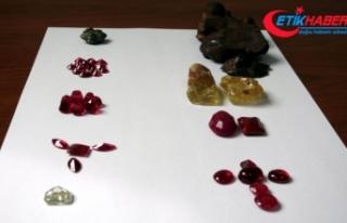 2 milyon liralık değerli taşlar havalimanında...