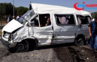 Akhisar'da feci kaza: 2 ölü, 8 yaralı