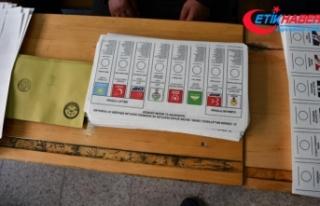 Oy pusulalarını saklamaya çalışan HDP müşahidi...