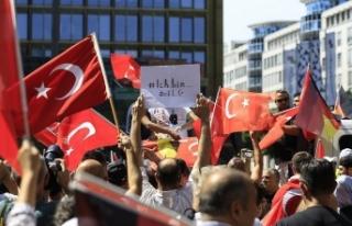 Almanya'da 'Ben Özil'im' gösterisi