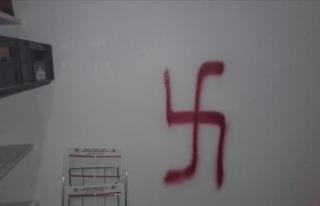 Almanya'da Türk doktorun muayenehanesine ırkçı...