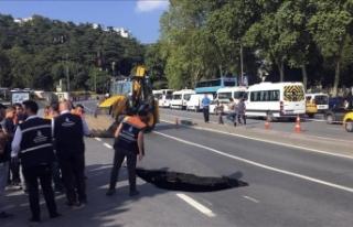Beşiktaş'ta yolda çökme oluştu
