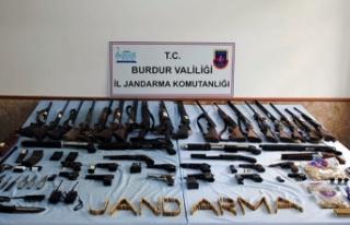Burdur'da yasadışı silah ticareti operasyonu:...