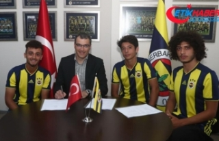 Fenerbahçe 3 genç oyuncusuyla profesyonel sözleşme...