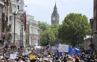 İngilizlerin yarısı Brexit için yeni referandum...