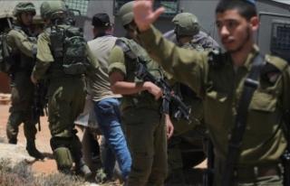 İsrail askerleri Batı Şeria'da 4 gazeteciyi...