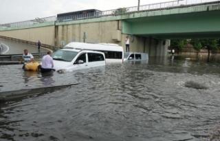 İstanbul'da yağış nedeniyle metro seferleri...