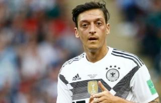 Mesut Özil'in milli takım kararı Almanya'da...