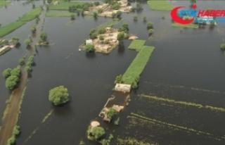Pakistan'da muson yağmurları 40 günde 60 can...