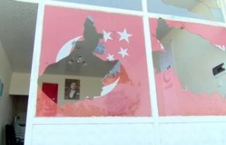 Saadet Partisi'nin camlarının kırılması...