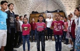 """Sığınmacı çocuklar """"kültür elçisi""""..."""