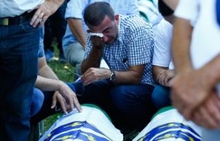 Srebrenitsa soykırımı kurbanları için anma töreni...