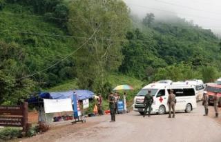 Tayland'da mağarada mahsur 12 çocuk ve antrenör...