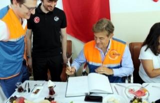 Ünlü cerrah Mehmet Öz'den Suriyeli sığınmacılara...