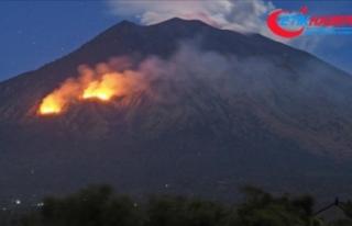 Vanuatu'da yanardağ faaliyete geçti