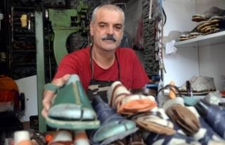35 yıllık terlik ustası, fabrikalara direniyor