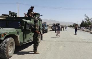 Afganistan'da Taliban saldırısında 40 asker...