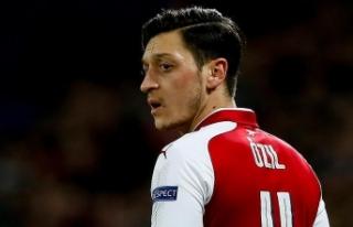 Alman politikacıdan Mesut Özil'e destek