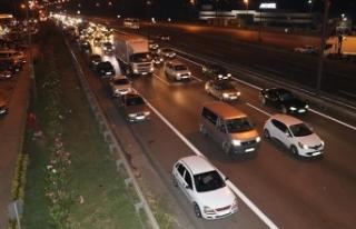 Anadolu Otoyolu'nda tatil dönüşü yoğunluğu